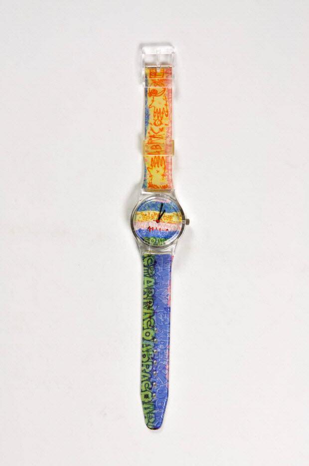 Montre bracelet jaune et bleu dans étui