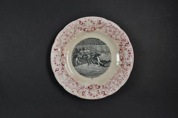 1242071c696b assiette plate - Le taureau traîné dehors
