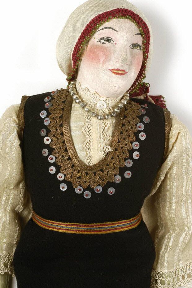poupée folklorique