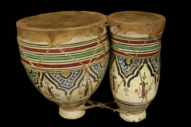 """tambour à fût cylindrique à double membrane - """"naqqâra"""" ou """"tbîlât"""" au Maroc"""