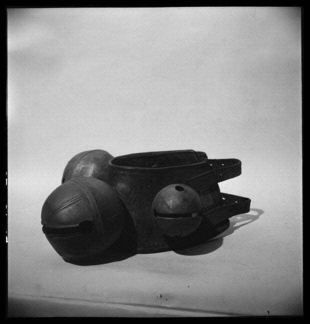 """photographie - MNATP. Mission """"Var 1954"""" conduite par Claudie Marcel-Dubois, Marie-Marguerite Andral et Pierre Soulier (22 janvier 1954 - 24 janvier 1954) ; Toulouse : Musée Paul Dupuy"""