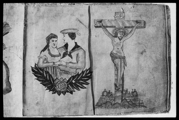 photographie - Un marin et une jeune femme et un Christ en croix Album de modèles de tatouages provenant d'Amérique. Album en tissu avec dessins peints