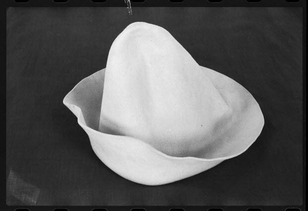 """photographie - Chapeau du clown Blanc Sergio appelé """"cône"""""""