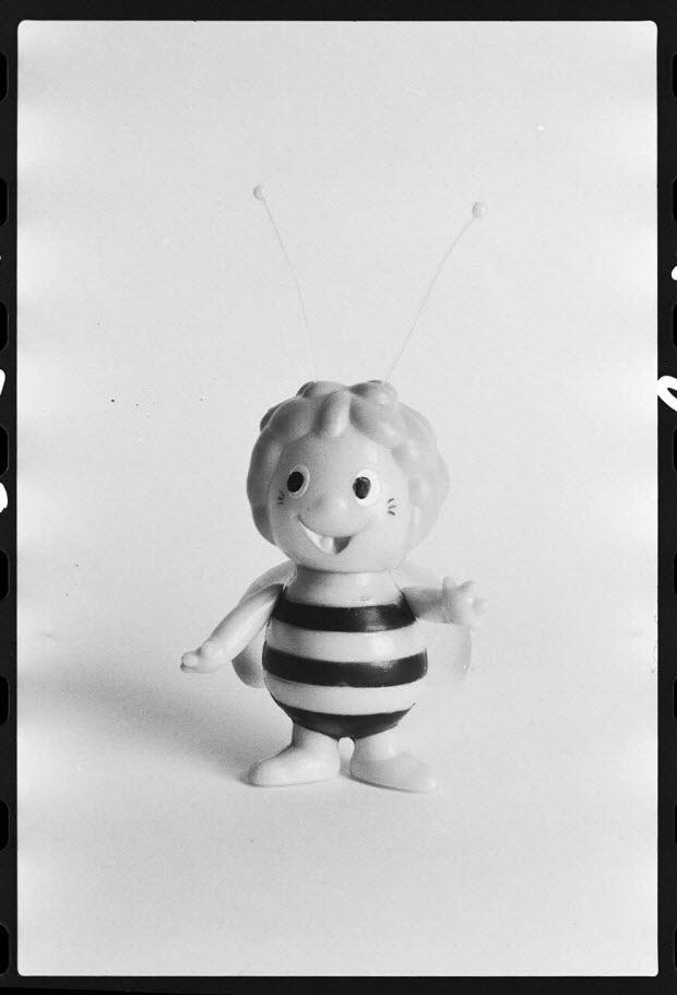 photographie - Poupée représentant Maya l'abeille