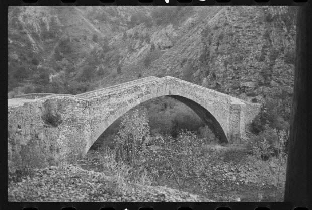 photographie - Pont de la Reine Jeanne, dans la vallée du Coulomp