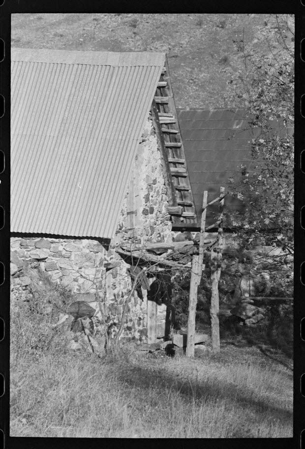 photographie - Grange avec cheminée de façade