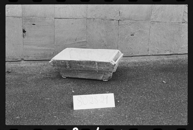 """photographie - Antenne Saint-Riquier : porcelaine, mobilier et outillage spécialisé. Auge de l'atelier de porcelainerie """"Samson"""""""
