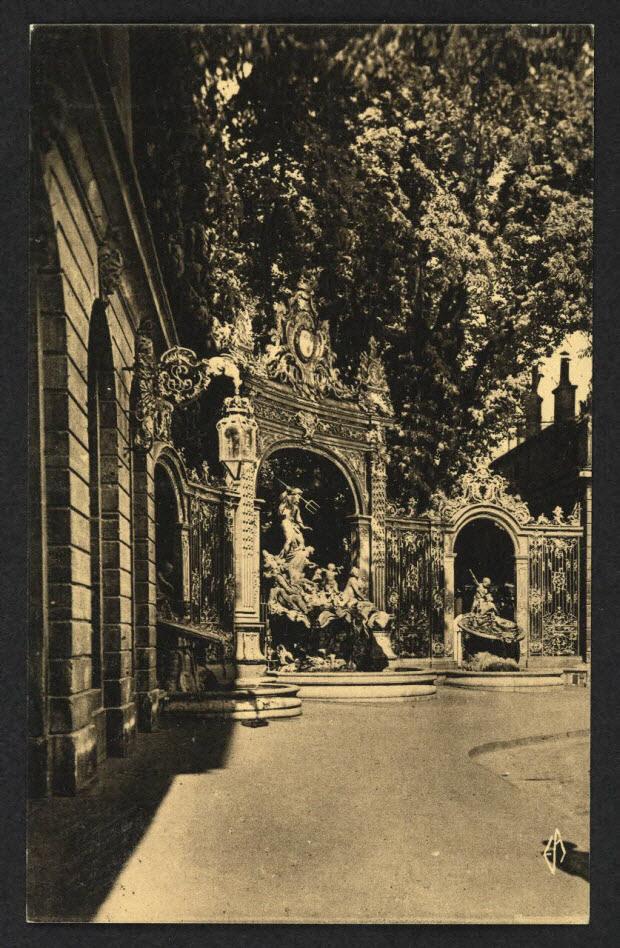 carte postale - NANCY, LA VILLE AUX PORTES D'OR, FONTAINE DE NEPTUNE