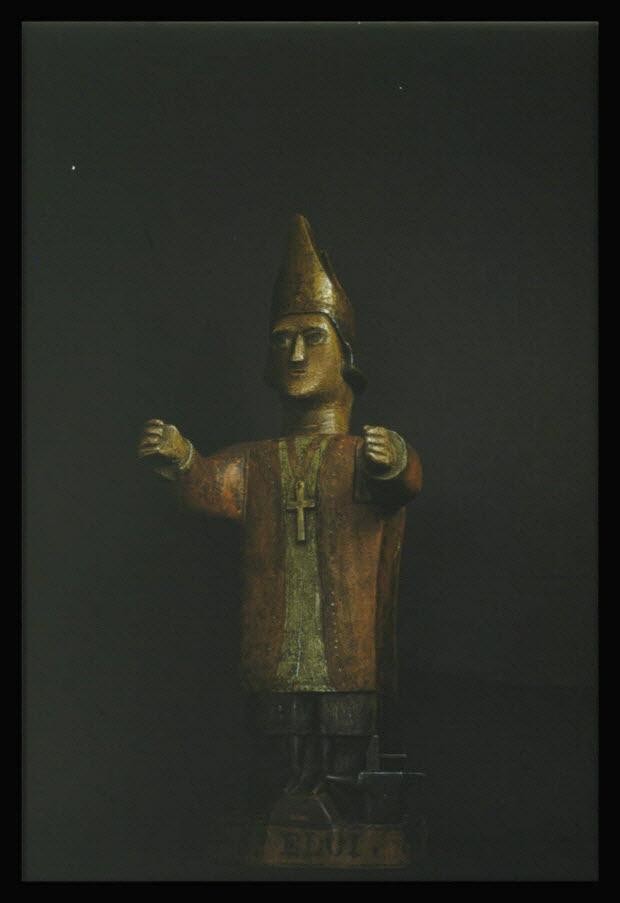 photographie - Statuette de saint Eloi en bois sculpté polychrome. Provenant d'Auvergne au début du 19è siècle
