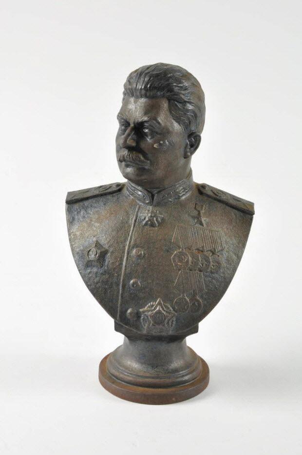 buste - Buste de Staline à l'antique portant ses décorations militaires
