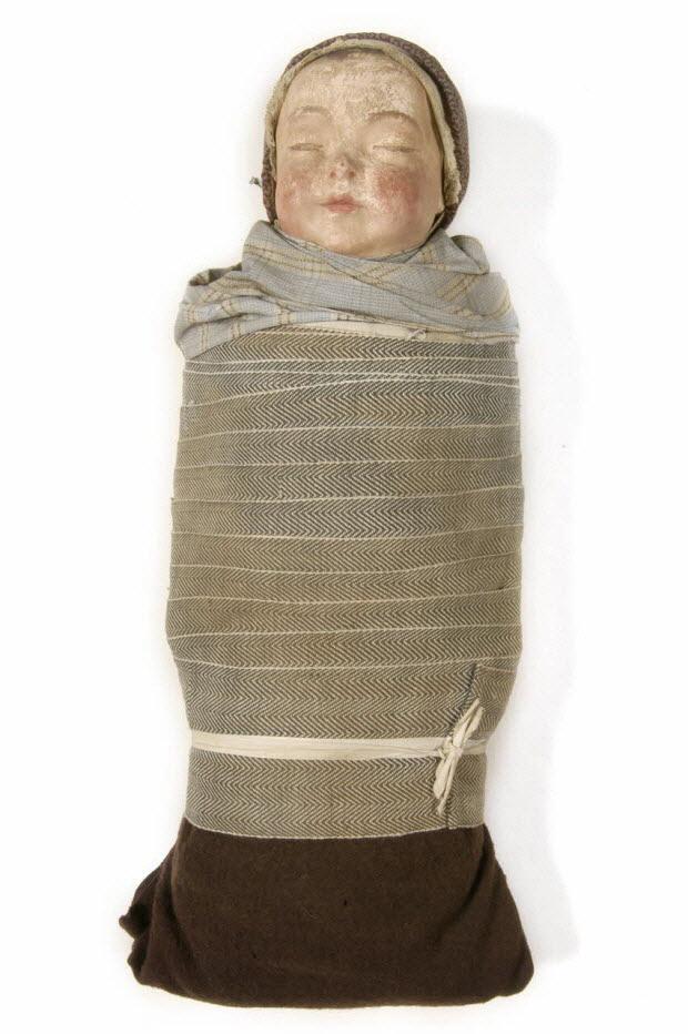 MANNEQUIN D'ENFANT EMMAILLOTE