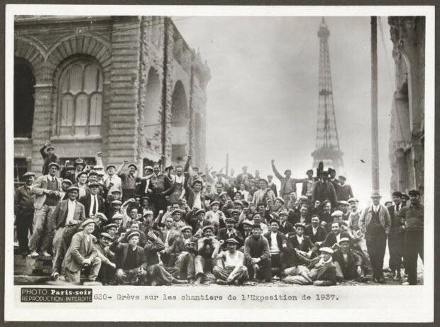 photographie - Chantier du Trocadéro. Grève sur les chantiers de l'Exposition de 1937