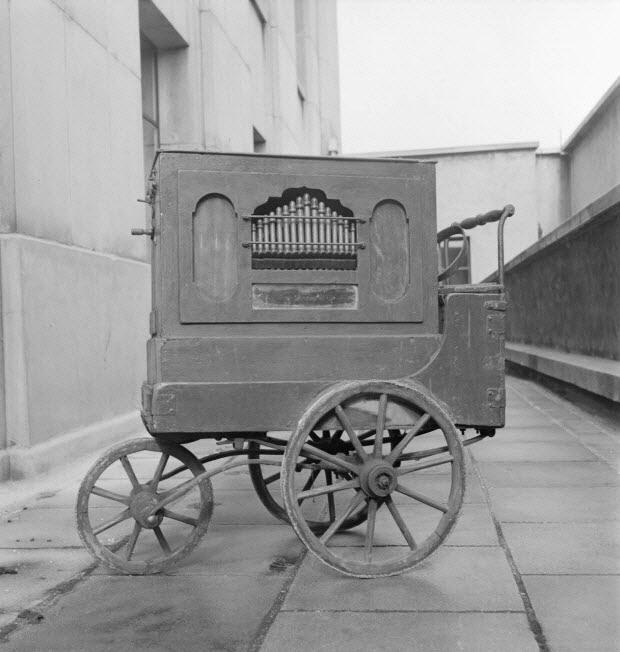 photographie - Métier : joueur d'orgue de Barbarie