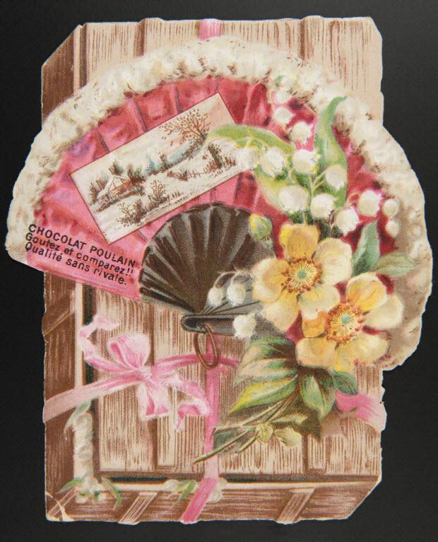 carte réclame - Eventail sur une boîte en bois avec un paysage et un bouquet de fleurs.