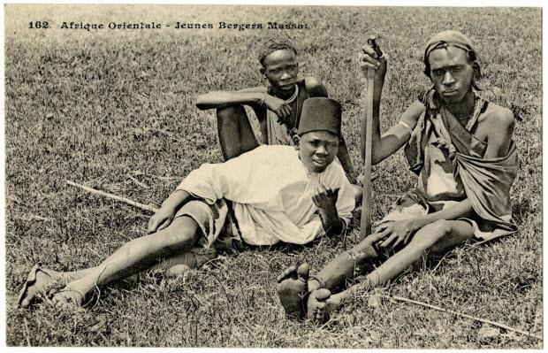 Afrique orientale. Jeunes bergers massaï