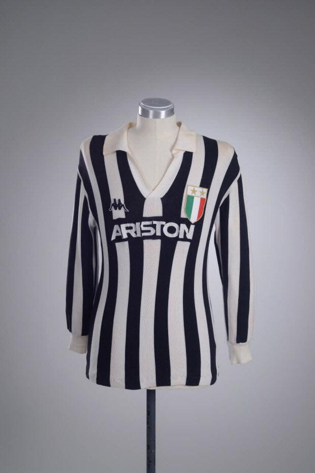 maillot de sport - Maillot porté par Michel Platini avec l'équipe de la Juventus de Turin lors de la saison de série A 1984-1985
