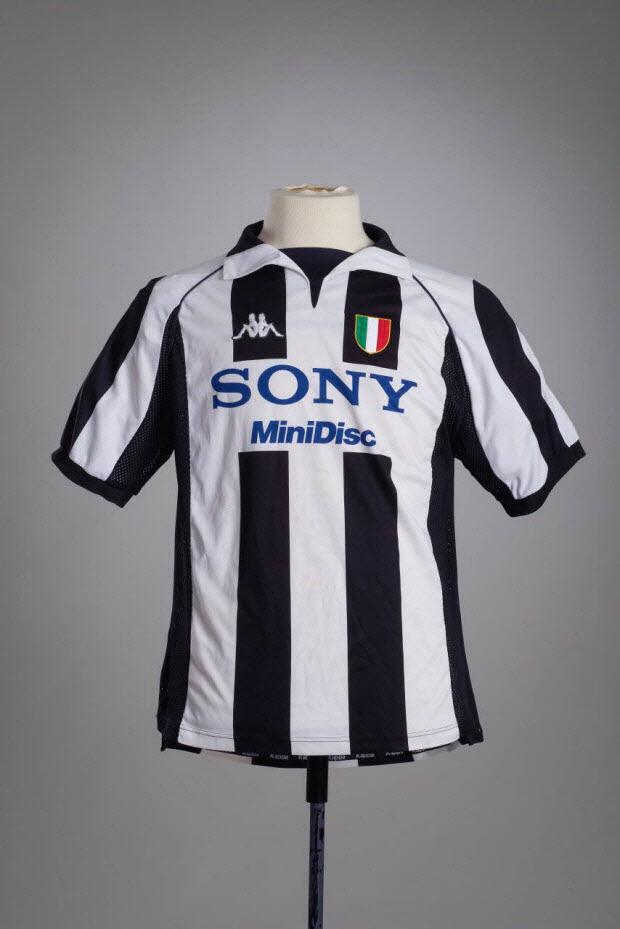 maillot de sport - Maillot de football porté par Zinédine Zidane avec l'équipe de la Juventus de Turin lors de la saison de série A 1997-1998