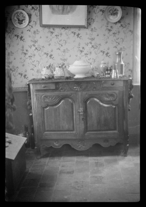 photographie - Chez Monsieur Baudry, ferme du château. Buffet bas en chêne