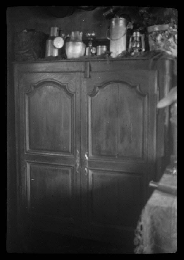 photographie - Chez Monsieur Loir. Buffet trois quart en chêne