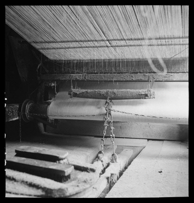 photographie - Chez Monsieur Riffet, tisserand. Métier à tisser, harnais et lames, déchargeoir