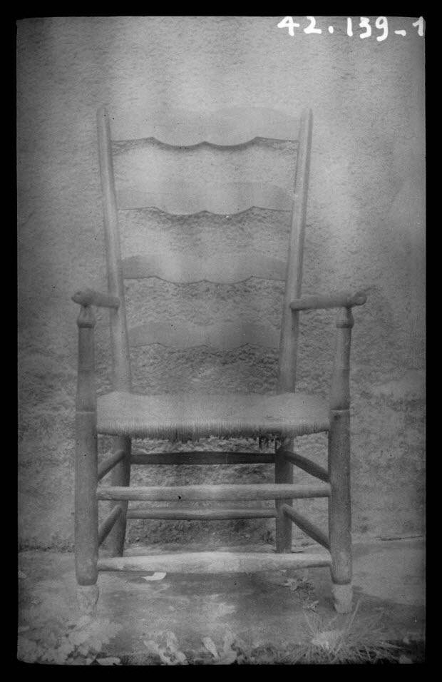 photographie - Chez Monsieur Redien. Fauteuil rustique