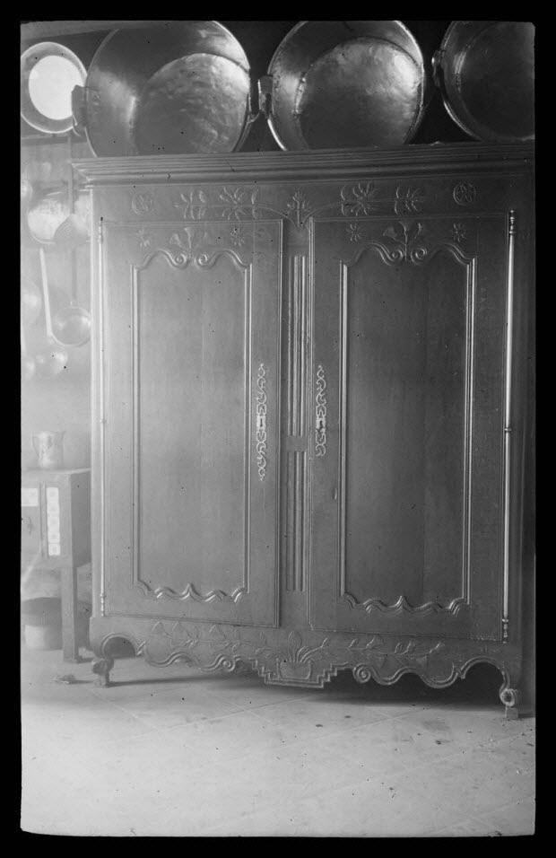 """photographie - Chez Monsieur Redien. Armoire à deux portes """"presse"""""""