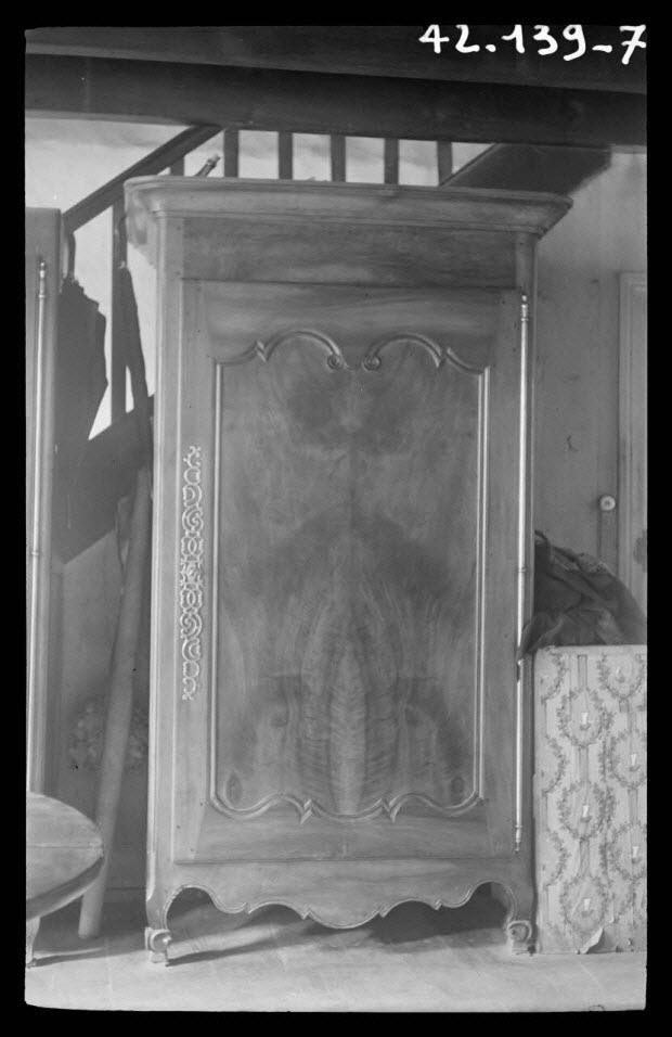 photographie - Madame Bonnetau. Armoire à une porte