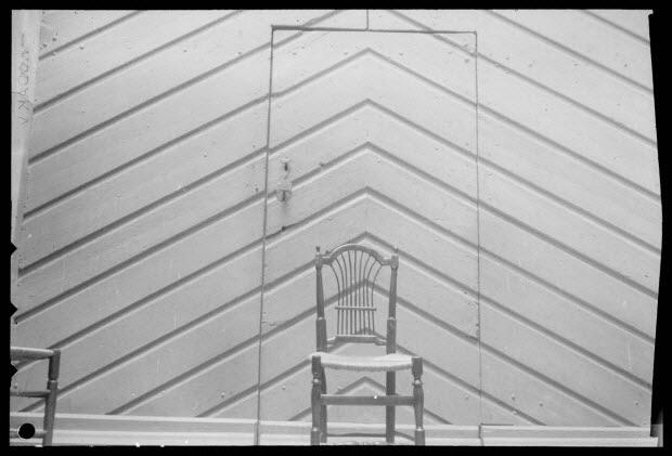 photographie - Chez Monsieur Bario. Chaise avec dossier en gerbe