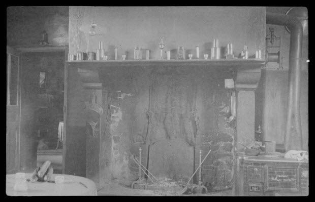 photographie - Ferme de Douville (propriété de Monsieur Lecoq). L'âtre de la cuisine