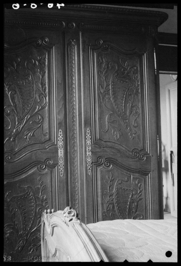 photographie - Chez Monsieur Laurent. Armoire provenant de Rennes