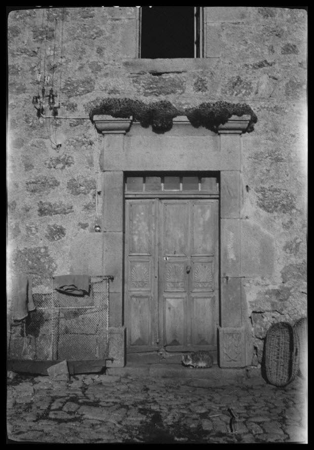 photographie - Ferme de Monsieur Pierre Roche. Porte de l'habitation