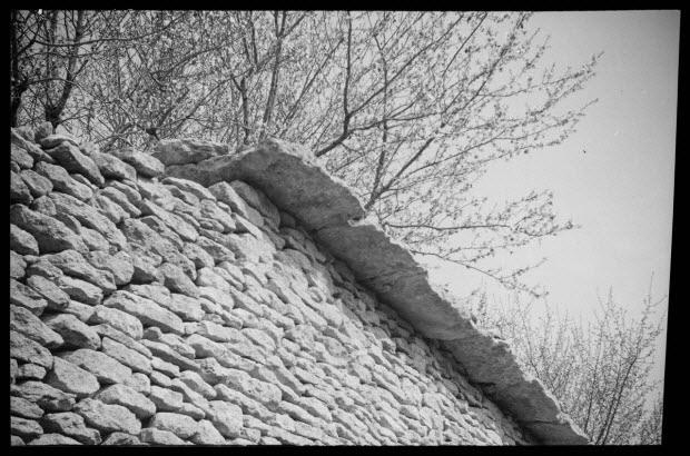 photographie - Corniche en pierre du mur et pierres sèches