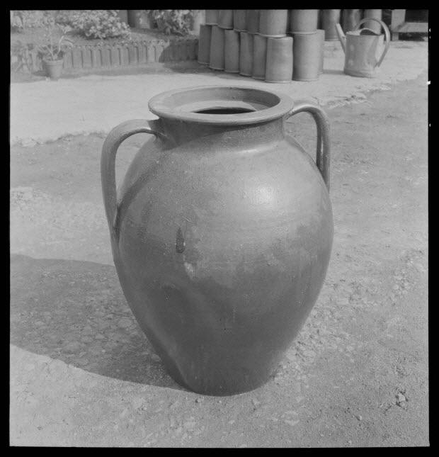 photographie - Entreprise de poterie Plaisance. Baratte en grès