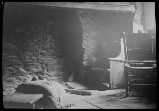 photographie - Chez Don Pierre Guerrini. Maison. Intérieur de la cuisine avec cheminée