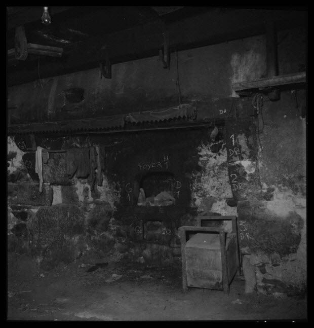 photographie - Chez Monsieur Raymond Gendraud. Salle commune. Vue d'ensemble de la cheminée et de l'âtre