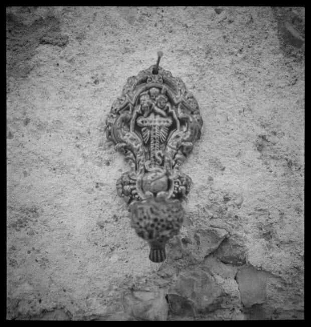 photographie - Bénitier. Décor moulé. Fin 19è ou début 20è siècle