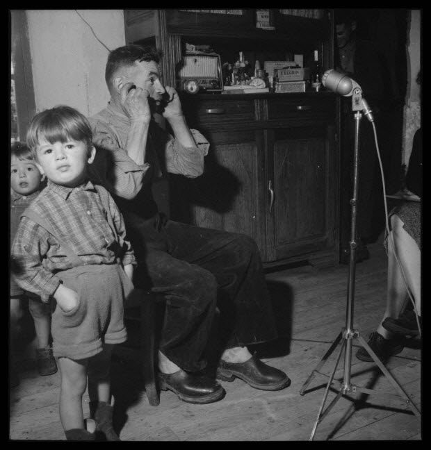 photographie - Monsieur Raymond Salat chante au cours de l'enregistrement
