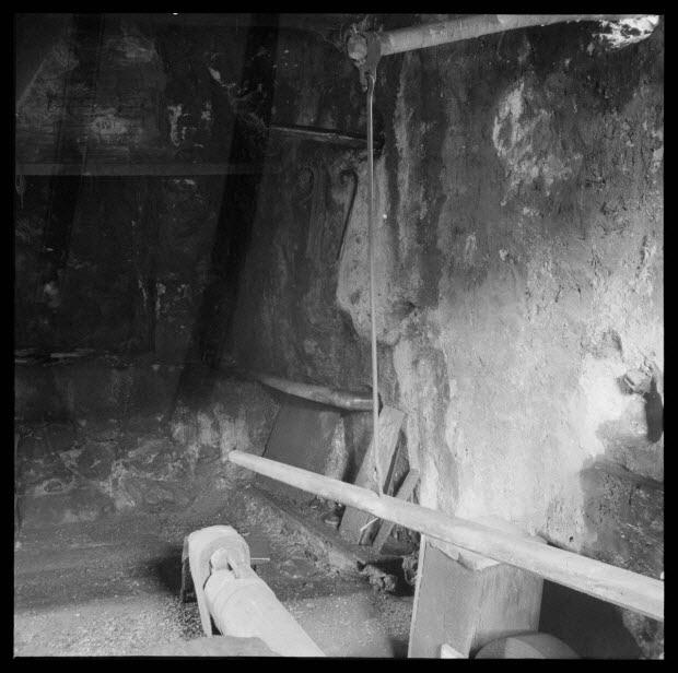 photographie - Chez Monsieur Marius Maria. Angle Nord-Ouest de l'atelier, la forge, la tête du marteau
