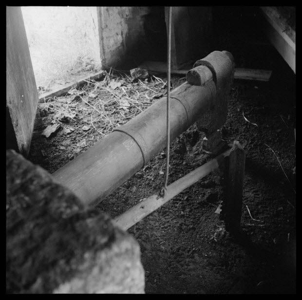photographie - Barralis Baile. Le manche et la tête du marteau